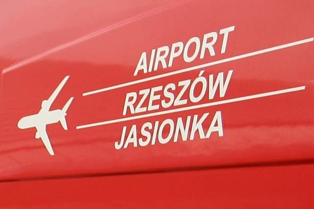 Porwany samolot i negocjacje z terrorystami na lotnisku w Jasionce