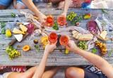 Najlepsze posiłki na lato. Co jeść, by przetrwać upały?