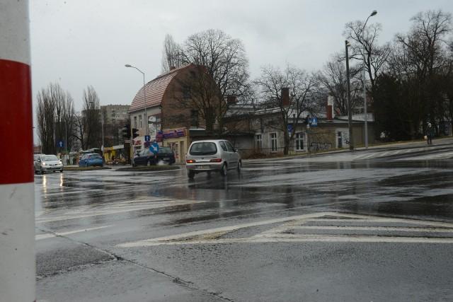 Miasto przychyliło się do wniosku, by na skrzyżowaniu al. Wojska Polskiego, Wyszyńskiego i Zacisza sygnalizacja świetlna działała również w nocy.
