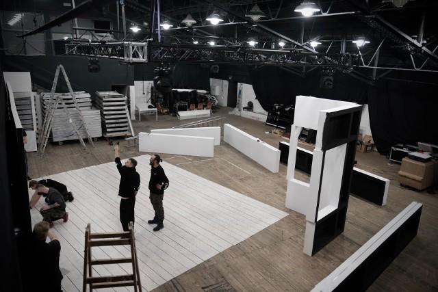 """Duża Scena i Scena Bunkier są już gotowe. W Modelatorni trwają przygotowania do premiery spektaklu """"Amator 2000"""""""