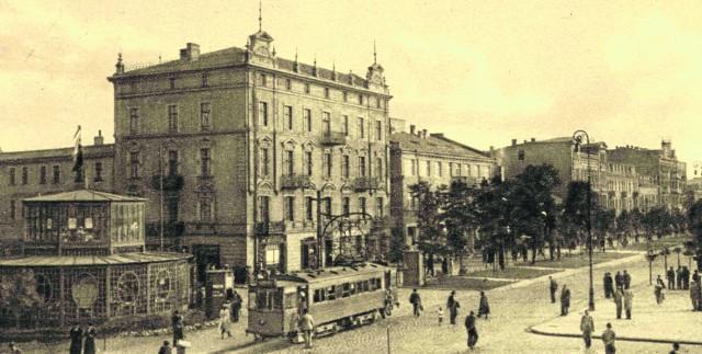 Tramwaj na ul. 3 Maja w centrum Sosnowca w latach 30. Po lewej znajduje się dziś przystanek autobusowy