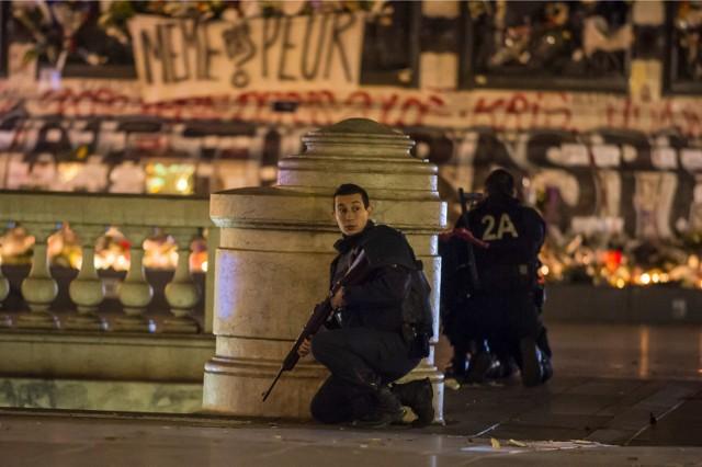 Wybuch paniki na Place de la Republique w Paryżu