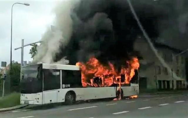 Pożar autobusu w Bytomiu w dzielnicy Karb
