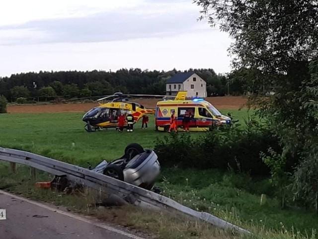 Czartajew. Wypadek w powiecie siemiatyckim. Akcja ratunkowa po dachowaniu auta