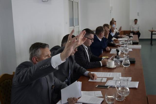 Odbyła się jubileuszowa, 50. w tej kadencji sesja Rady Miasta Skierniewice. Radni podjęli szereg uchwał o przystąpieniu do zmiany zagospodarowania przestrzennego miasta. Przyjęli również uchwałę o udzieleniu skierniewickiemu szpitalowi pomocy finansowej w wysokości 250 tys. zł na zakup sprzętu medycznego.