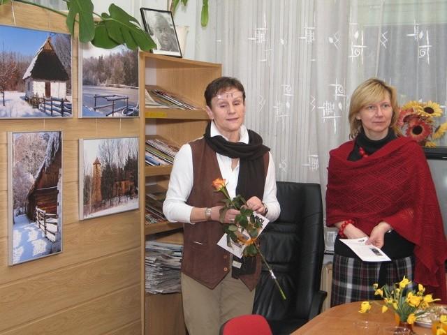 Wystawa Basi ukazująca Muzeum Wsi Radomskiej w śnieżnej szacie, przywołuje te lepsze wspomnienia zimy – mówiła Ewa Kutyła (z prawej)