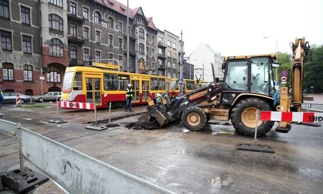 Kabel światłowodowy został uszkodzony na skrzyżowaniu al. Kościuszki i al. Mickiewicza.