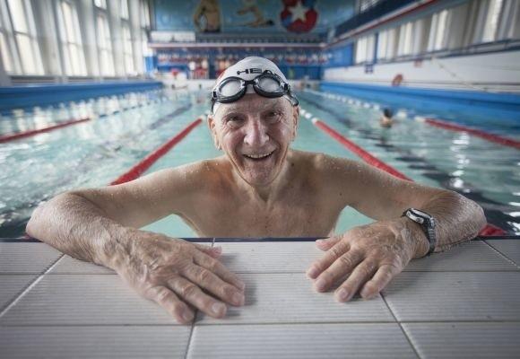 Kazimierz Mrówczyński nie może żyć bez basenu