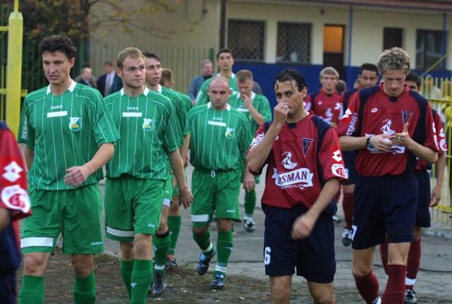 Pogoń (z prawej) czy Świt? Która z drużyn będzie w niedzielne popołudnie bliższa awansu do kolejnej rundy Pucharu Polski?