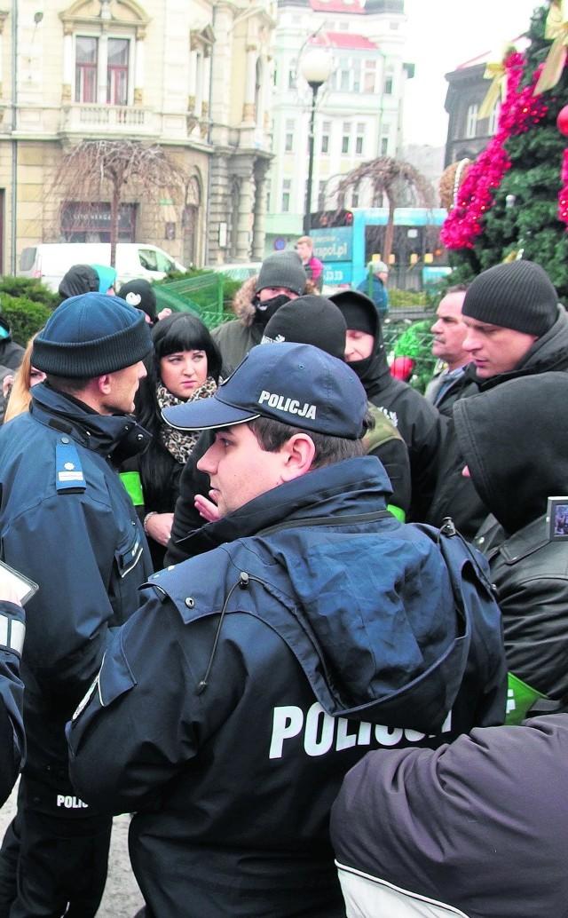 Interwencja policji podczas manifestacji KOD