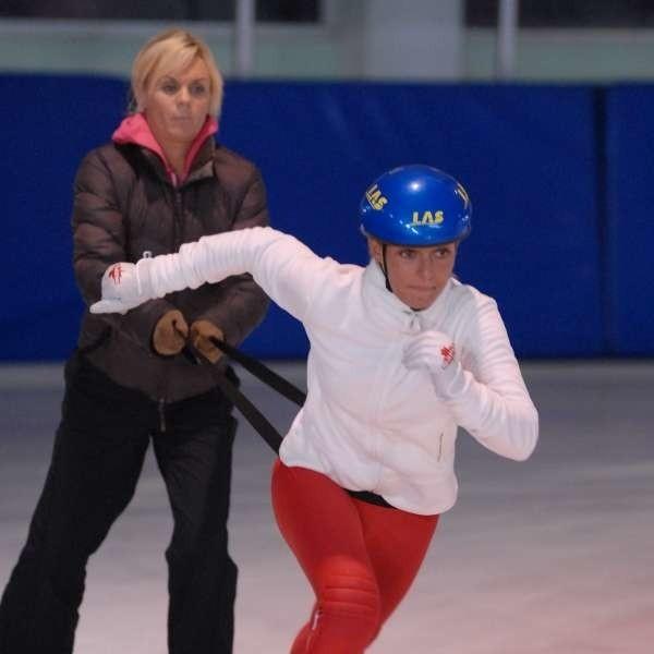 Trenerka Anna Łukanowa-Jakubowska (z tyłu) wierzy, że Aida Bella zakwalifikuje się na igrzyska w Vancouver.