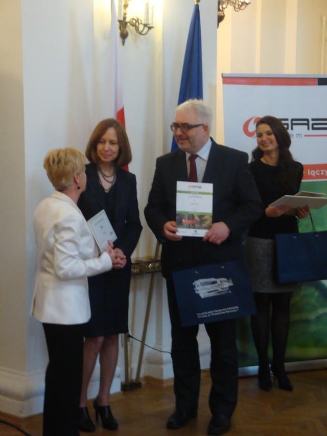 Nagrodę z rąk Wojewody Dolnośląskiego odebrała Zastępca Burmistrza Miasta i Gminy Prusice Kazimiera Rusin