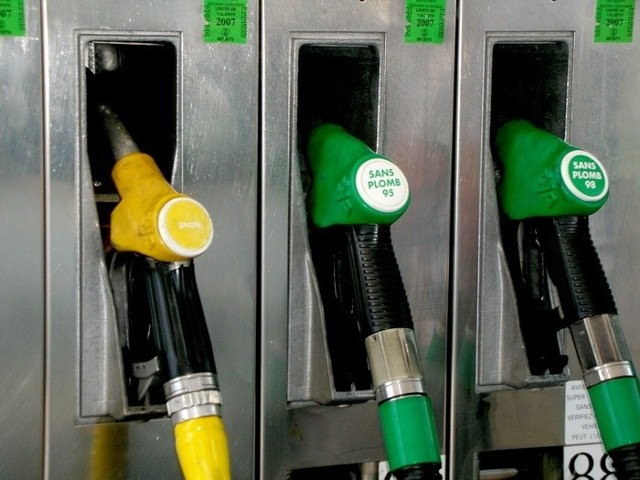 Średnie ceny detaliczne paliw pozostały praktycznie na poziomach z ubiegłego tygodnia