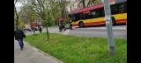 Wypadek niedaleko Leśnicy. Motocyklista zderzył się z osobówką i autobusem