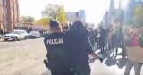 Trzy śledztwa w sprawie incydentów na protestach ulicznych w Łodzi. Prokuratura przesłuchała obalonego na ziemię demonstranta
