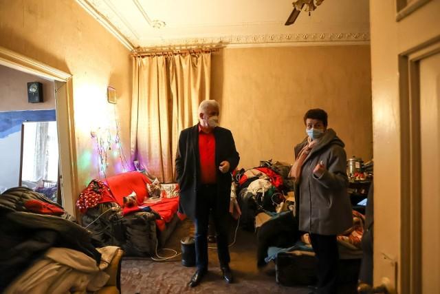 W ubiegłym tygodniu Piotr Ikonowicz oraz działacze gdańskiej Lewicy interweniowali w sprawie pani Anity, która od kilku lat czeka na lokal komunalny. Od urodzenia mieszka w kamienicy, która jest w złym stanie