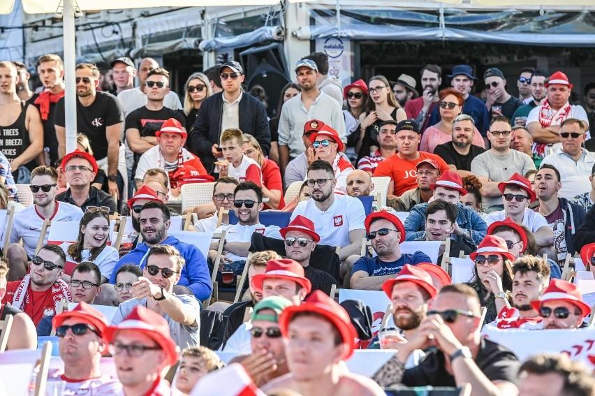 Fani w Gdańsku kibicowali reprezentacji Polski w strefie kibica w Brzeźnie. Nie mieli powodów do radości po porażce ze Słowacją [zdjęcia]