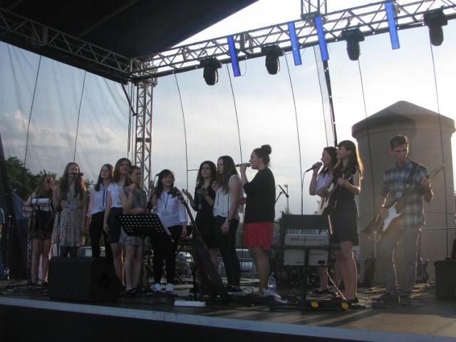 Koncert odbył się na placu ratuszowym przy Galerii Galeo