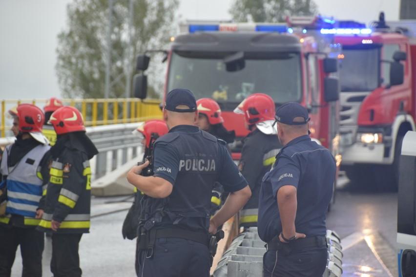 Do wypadku doszło przy zjeździe na ul. Narodowych Sił...