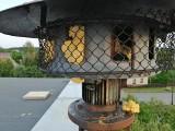 Wandal zniszczył strażacką syrenę w Ochodzach. Napchał do niej pianki montażowej. Sprawcy szuka policja