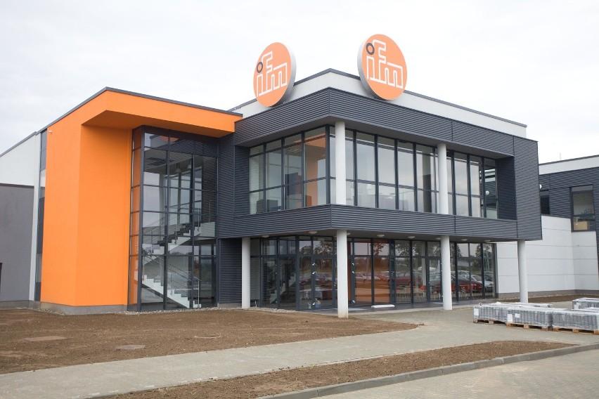 Koncern IFM kupi kolejną działkę w Opolu W zakładzie zajmującym się produkcją czujników używanych w przemyśle i samochodach pracuje kilkaset osób, ale może być ich znacznie więcej, bo firma zamierza kupić od miasta kolejną działkę.