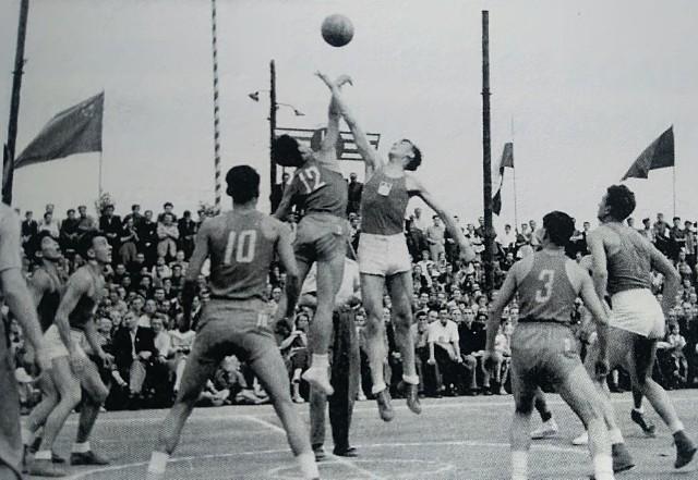 Mecz akademickich reprezentacji Polski i Chin w czerwcu 1954 roku