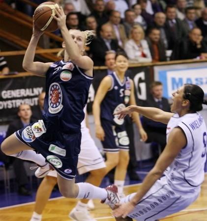 Katarina Zohnova. Ma 24 lata, 179 cm wzrostu. Skrzydłowa, reprezentantka Czech. Do KSSSE AZS PWSZ Gorzów trafiła w tym roku z czeskiej Kary Trutnov, w której spędziła trzy ostatnie lata. W poprzednim sezonie najlepsza zawodniczka tego klubu, zdobyła z nim brąz w lidze i występowała w Pucharze Europy FIBA.