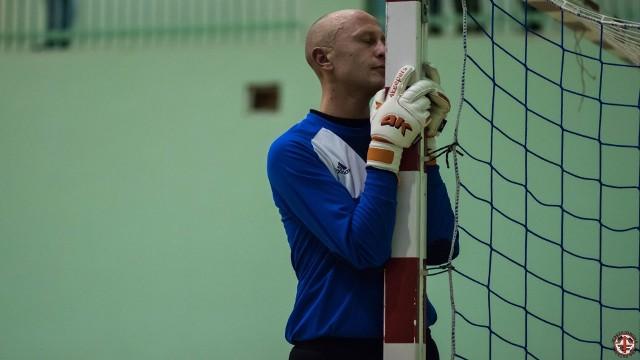 Bramkarz drużyny Reymonta Marcin Czajor.