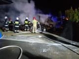 Nad ranem w Chełmcach BMW i fiat 126p poszły z dymem. Jaka przyczyna pożaru? [ZDJĘCIA]