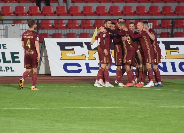 Chojniczanka pokonała 2:0 Sokoła Ostróda i awansowała na  pozycję wicelidera. Aby zobaczyć zdjęcia kibiców oraz fotki z meczu prosimy przesuwać palcem po ekranie smartfonu lub strzałkami w komputerze>>>