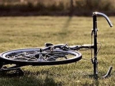 rowerzystka uderzyła w otwierające się drzwi audi