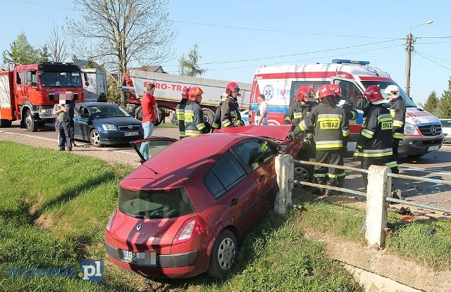 Do tego wypadku doszło w piątek około godziny 16 na DK nr 63 na trasie Łomża - Zambrów.Zdjęcia dzięki uprzejmości www.mylomza.pl