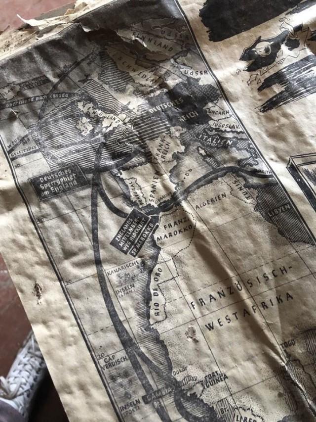 Poniemiecka gazeta jest datowana na 12 stycznia 1941 roku. - Jest w niezłym stanie -  mówi Artur Wejnerowski. - Tylko trochę porwana, bo była uszczelnieniem w ścianie. Ale generalnie tekst jest czytelny, są widoczne zdjęcia i reklamy z tamtego okresu.
