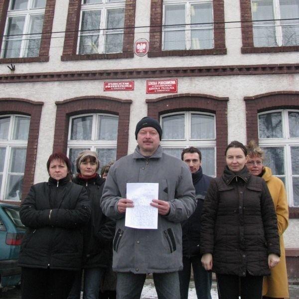 Pod petycją do kuratora oświaty podpisały się 43 osoby.