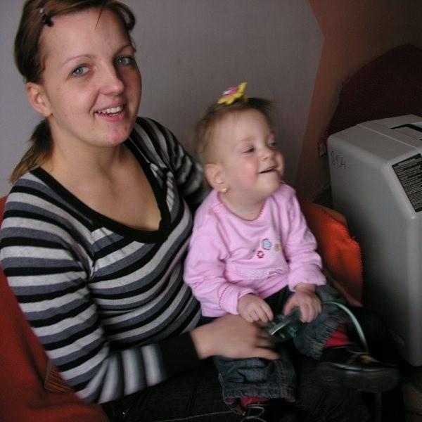 - Córka ślicznie się rozwija, ale ciągle choruje, dlatego potrzebuje pomocy - mówi pani Agnieszka.