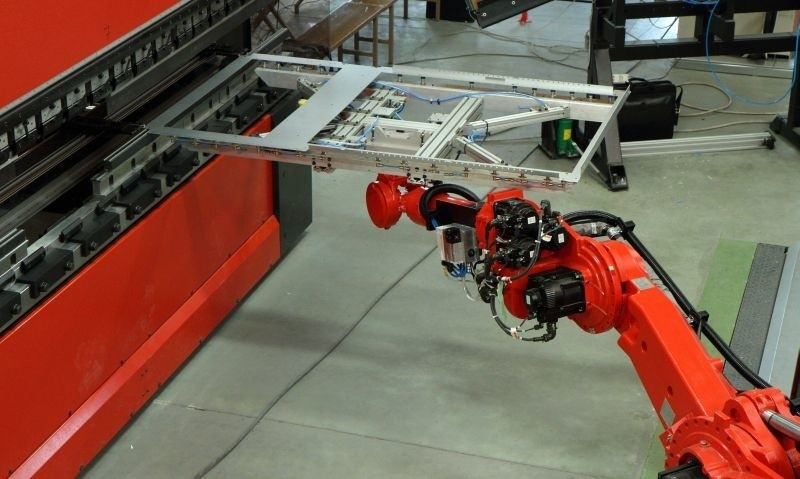Robot Motoman, jeden z dwóch najnowocześniejszych w Europie, we włoszczowskim ZPUE. Fot. Anna Kowalska