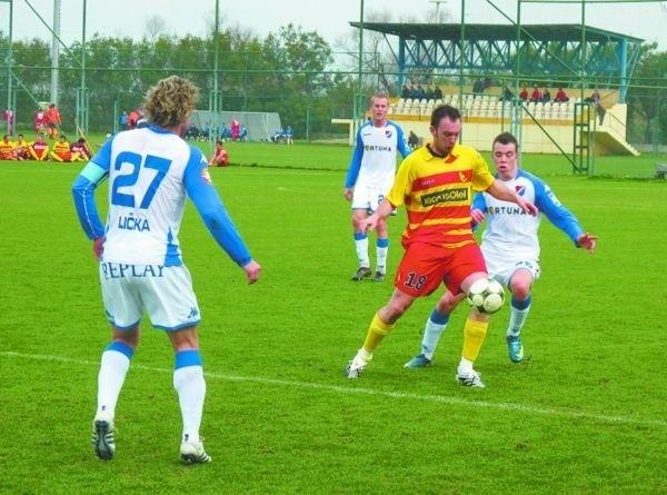 Ensar Arifovic (przy piłce) zdobył jedną z bramek w wygranym 2:1 spotkaniu z Banikiem Ostrava i w dzisiejszym sparingu z Karpatami Lwów będzie miał szansę swój wyczyn powtórzyć
