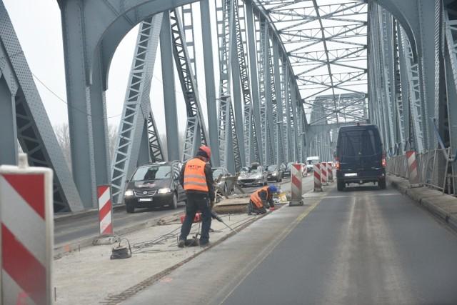 Remont mostu w Toruniu trwa już blisko rok.