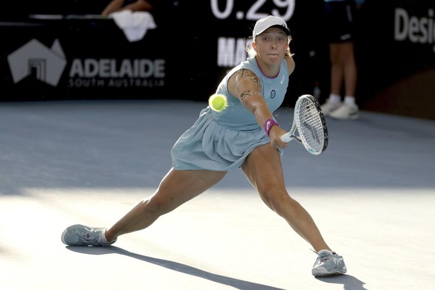 WTA. Dubaj. Iga Świątek pomściła Magdalenę Fręch i ograła Misaki Doi. Japonka wyglądała na tle Polki jak Adamek w walce z Kliczką