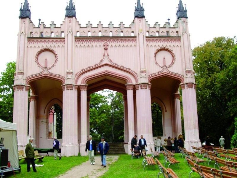 W przyszłym roku ruiny pałacu Paca i okalający go park zostaną wystawione na sprzedaż
