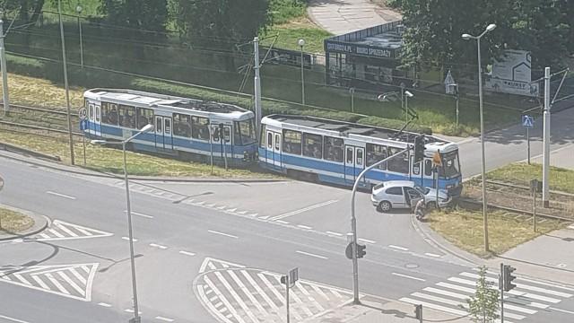 W wypadku auta osobowego z tramwajem na ul. Lotniczej brało udział dziecko