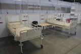 """Zabytkowe łóżka w Szpitalu w Targach Kielce? W piątek, 4 grudnia oficjalnie zakończono budowę """"rezerwowej"""" lecznicy [ZAPIS TRANSMISJI]"""