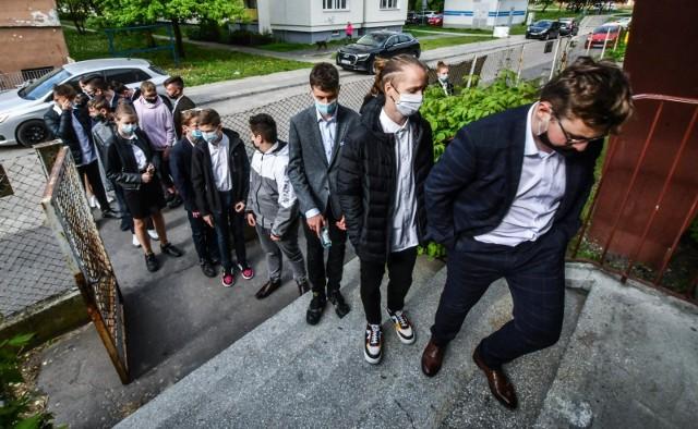 W SP nr 32 w Bydgoszczy egzamin ósmoklasisty z matematyki zdaje 128 osób.
