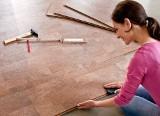 Jak ułożyć podłogę z paneli korkowych. Poradnik