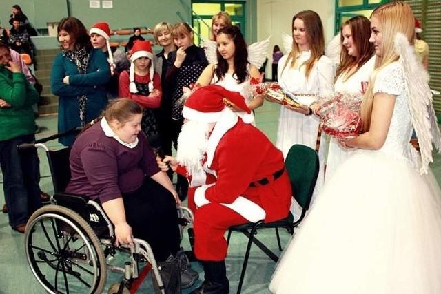 Święty Mikołaj obdarował paczkami 150 osób.