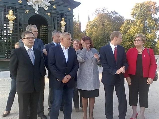 prezydent Białegostoku (drugi z lewej) oficjalnie poparł głosowanie na kandydatów Platformy Obywatelskiej