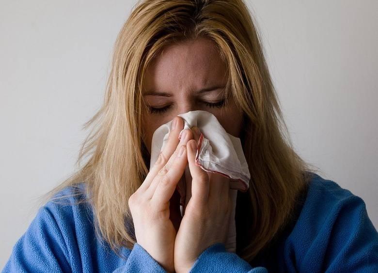 Zasiłek chorobowy z ubezpieczenia chorobowego przysługuje...