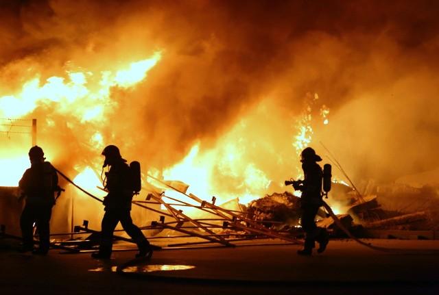 Pożar na składowisku elektrośmieci w Piotrkowie. Co już ustaliła policja?