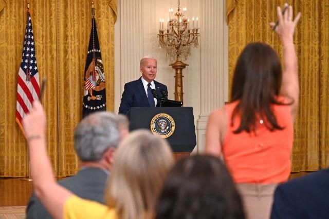 Joe Biden podczas konferencji prasowej po czwartkowym ataku w Kabulu
