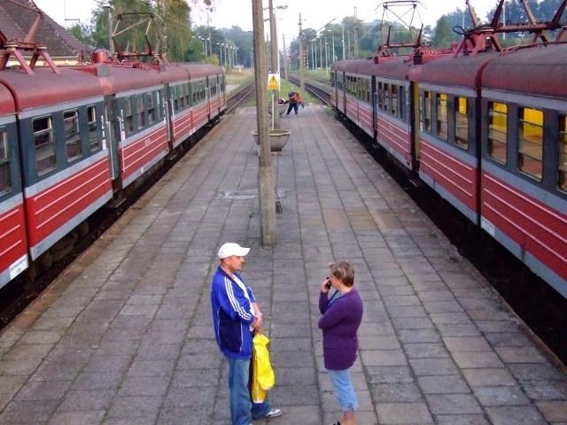 Mała liczba pasażerów to główny powód, dla którego zlikwidowane będą połączenia kolejowe na linii Zawadzkie -Tarnowskie Góry. Urząd marszałkowski obliczył, że korzysta z nich średnio ok. 30 osób. Pasażerowie uważają, że jest ich więcej. (fot. dim)